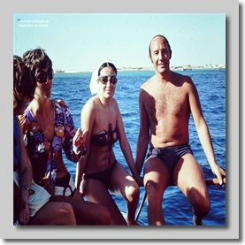 Pete Buckland with Egyptian Girls - Saudi Hadj 1972